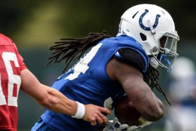 Matt Jones: Indianapolis Colts promote RB to active roster
