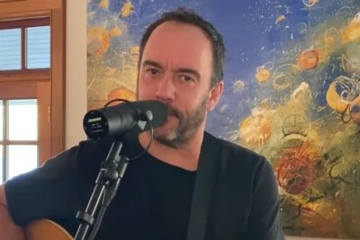 Dave Matthews performs 'Mercy' on 'Late Night'