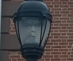 Salem mayor spots 'eerie' face in street lamp