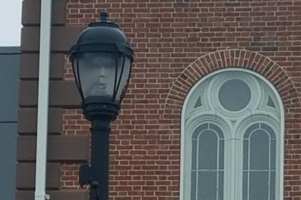 Look Mayor Of Salem Mass Sees Face In Street Lamp