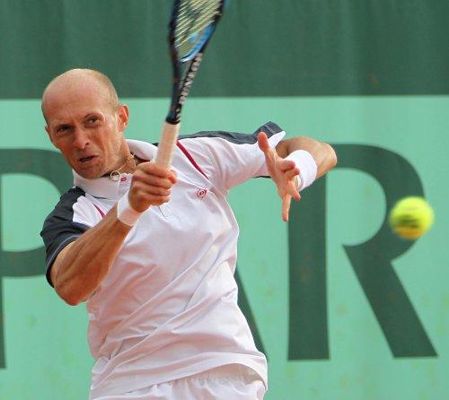 Simon, Almagro, Baker win in Nice