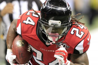 Falcons RB Devonta Freeman out with concussion