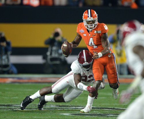 Clemson, Alabama tied at halftime