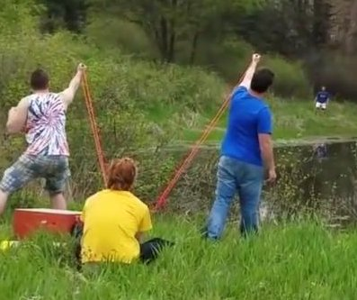 Friends use slingshot to 'pass' a beer across Pennsylvania lake
