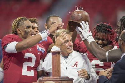College Football AP Top 25 poll update: Alabama Crimson Tide still No. 1; Florida State drops