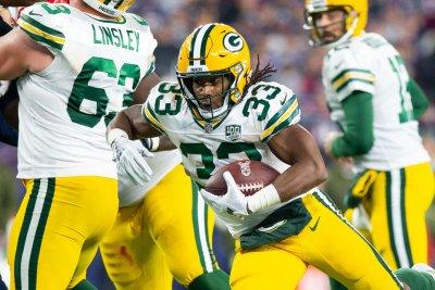 RB Jones providing balance for Packers