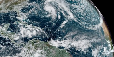 Epsilon to lash Bermuda with strong winds, heavy rain