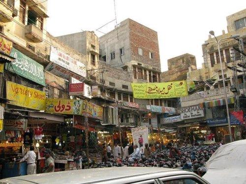 Lahore, Pakistan market burns, 13 dead