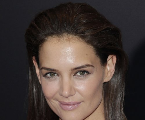 Katie Holmes shows her tough side in new season of 'Ray Donavan'