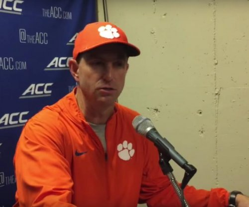 Top-ranked Clemson struggles to beat Syracuse