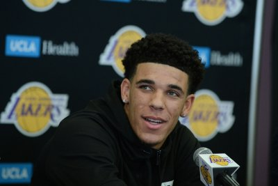Los Angeles Lakers rookie PG Lonzo Ball may miss rest of preseason