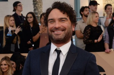 'Big Bang Theory's' Galecki, Bialek post photos from Cuoco's wedding