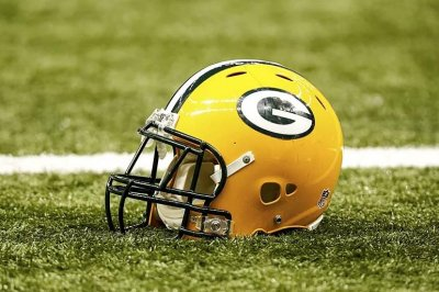 Packers RB Mays leaves practice with injury