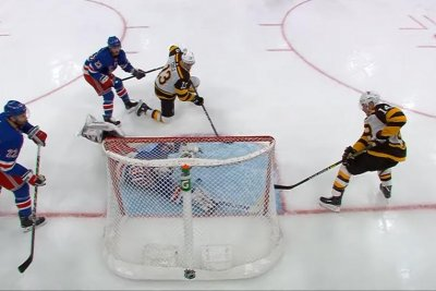 New York Rangers' Henrik Lundqvist robs Chris Wagner with sprawling save