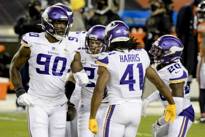 Strong Vikings defense hands Bears 4th straight loss on MNF