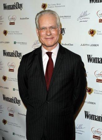 Gunn, Roberts set as Oscars pre-show hosts