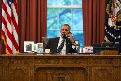 Obama calls into Boston radio show
