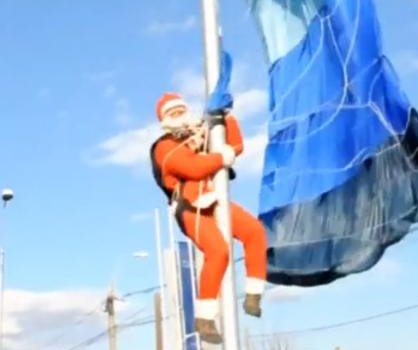 Skydiving Santa Claus gets stuck on street light in Romania
