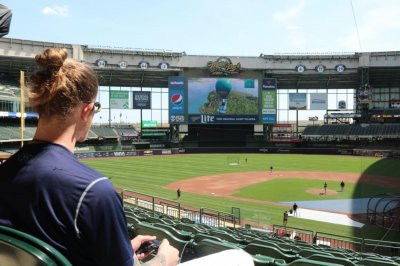 Watch: Brewers players play 'Fortnite' on jumbotron at