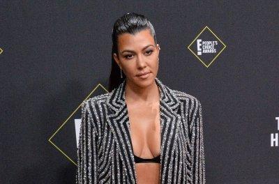 Kourtney Kardashian, Travis Barker hold hands in first Instagram photo