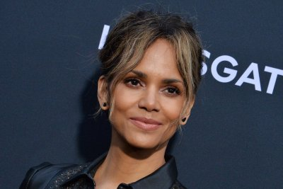'Bruised' trailer: Halle Berry plays disgraced MMA fighter