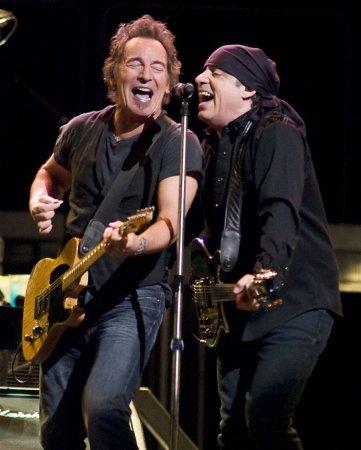 Springsteen to kick off tour April 1