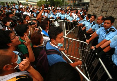 Police order Hong Kong demonstrators to disperse; chief executive refuses to resign