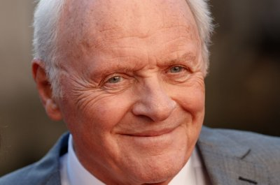 Anthony Hopkins appears as present-day King Lear in new photo