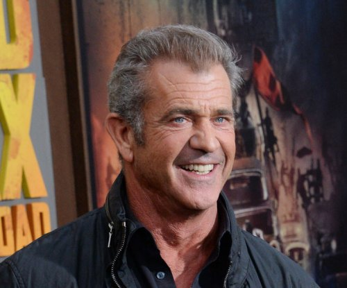 Mel Gibson denies shoving female photographer