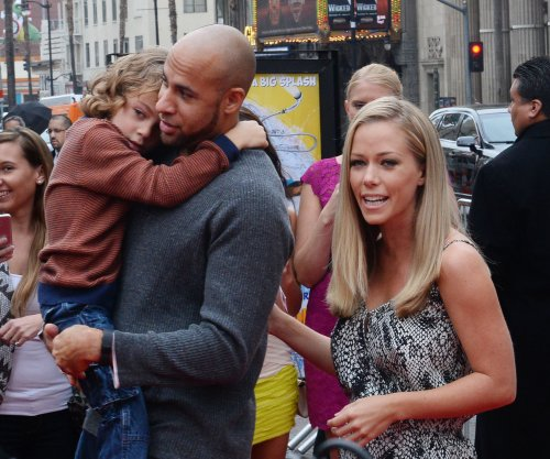 Kendra Wilkinson: Dealing with mom like being 'raped every minute'