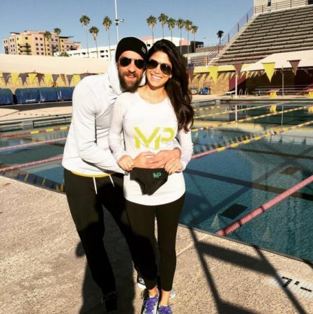 Michael Phelps, fiancee Nicole Johnson expecting first child