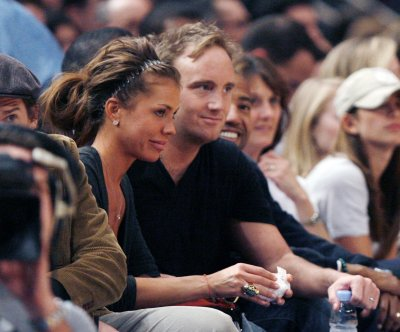 Jay Mohr, Nikki Cox for divorce