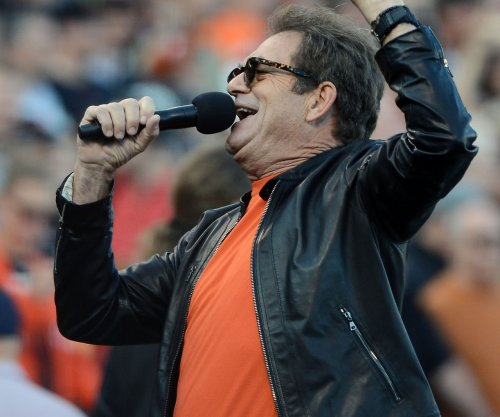 Huey Lewis, suffering from hearing loss, cancels upcoming concerts