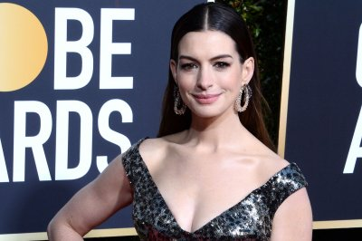 Anne Hathaway, Tina Fey appear in 'Modern Lover' trailer