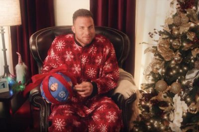 Blake Griffin to host holiday programming on Comedy Central