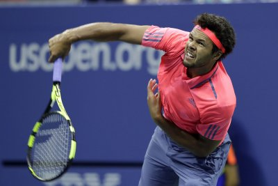 Jo-Wilfred Tsonga rallies, gets Andy Murray in Vienna final