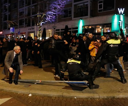 Dutch police, Turkish protesters clash amid diplomatic row