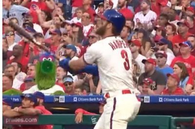 Bryce Harper slams first Phillies homer 465 feet in win over Braves