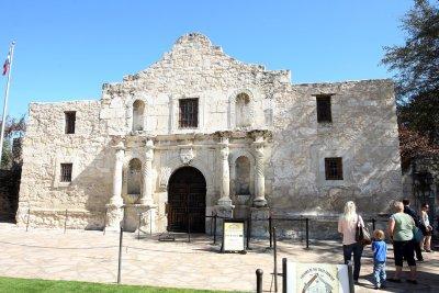 San Antonio sues over coronavirus quarantine, bans evacuees