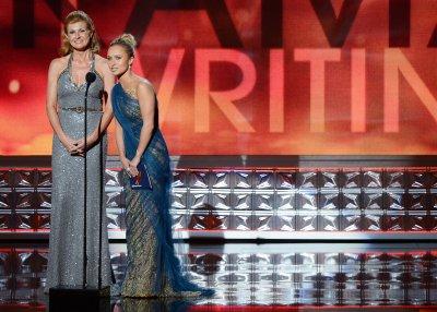 ABC orders full season of 'Nashville'