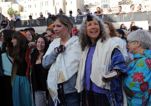 Women praying at Jerusalem's Western Wall win court decision