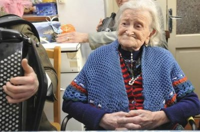 115-year-old woman credits raw eggs, single living