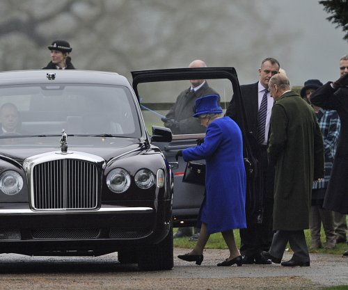 Queen Elizabeth attends church service in first public appearance in month