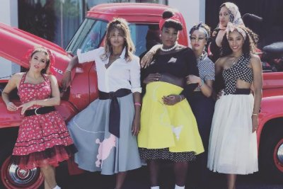 Serena Williams throws '50s baby shower with Ciara, sister Venus