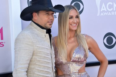 Jason Aldean shares first photo of newborn son