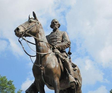 Memphis city council sells two parks to remove Confederate statues