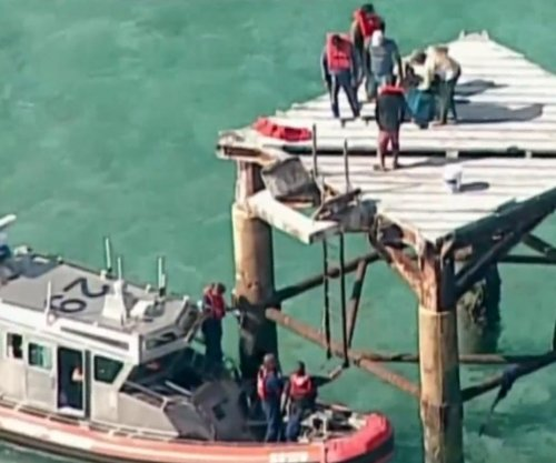 Judge rules 24 Cuban migrants on lighthouse must go