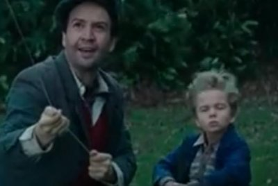 Lin-Manuel Miranda flies a kite in 'Mary Poppins' trailer