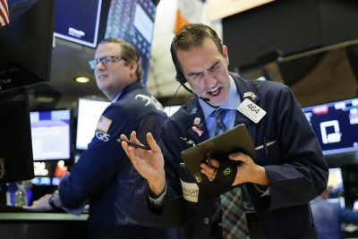 Dow drops 256 points, ends week with small gains