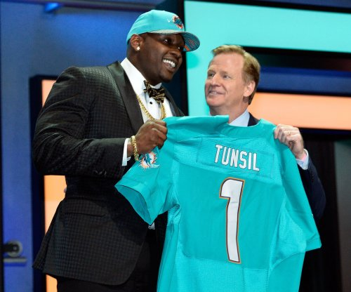Miami Dolphins sign No. 13 pick Laremy Tunsil to rookie deal